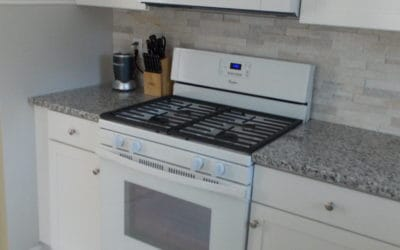 New Gas Range / Microwave w/ Light/Fan