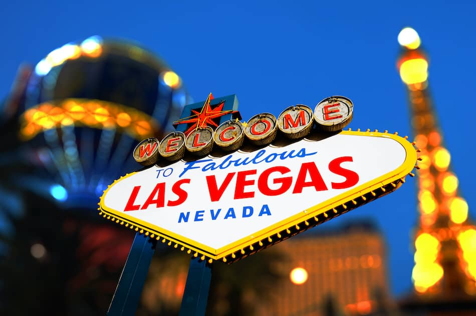 picture of Las Vegas Sign with Vegas Strip