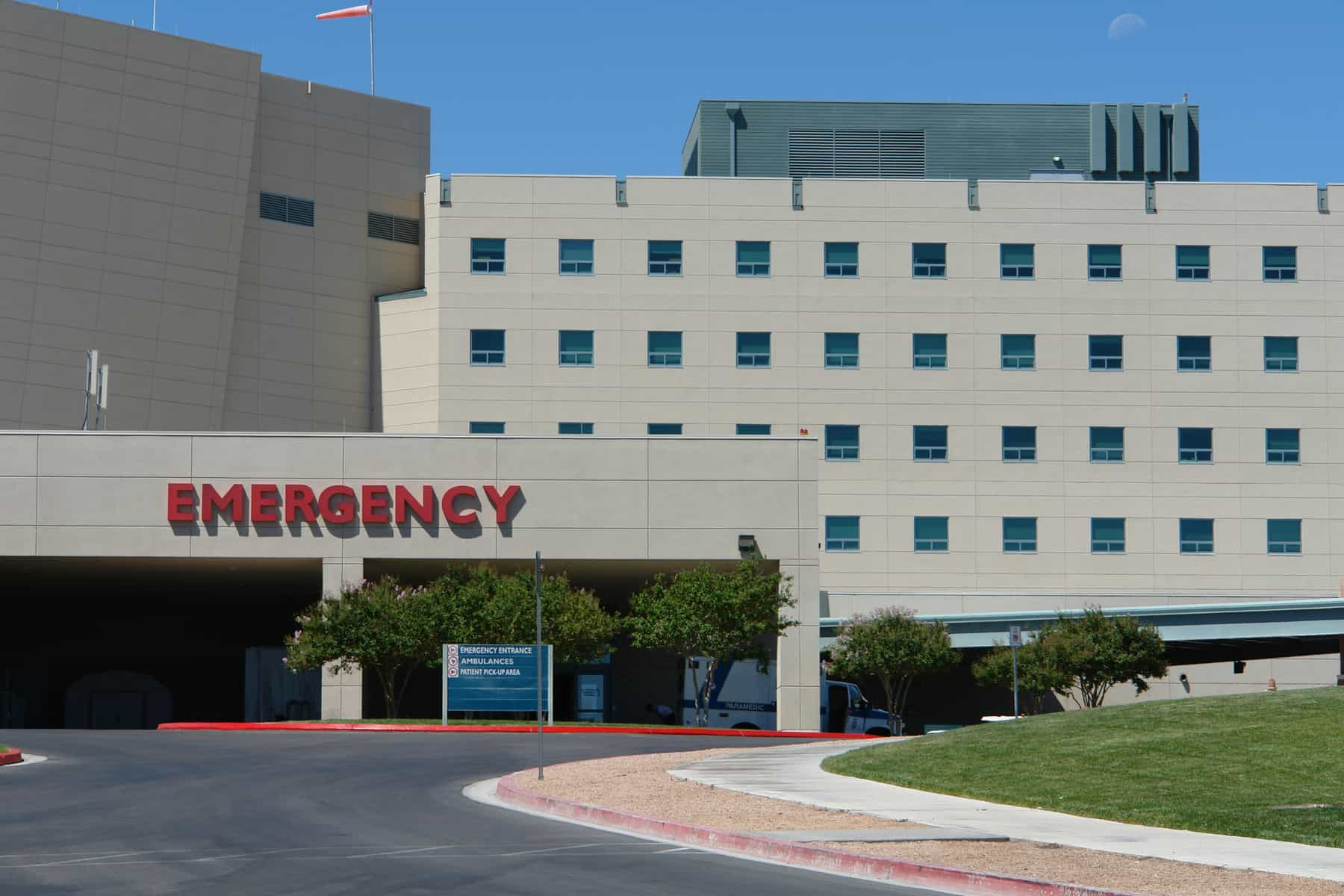 picture of the emergency entrance at a connecticut hospital