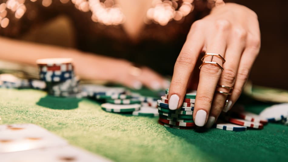 picture of a woman gambling in casing